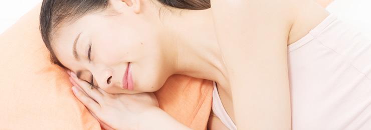 寝る時に顔が直接触れる枕は特に注意